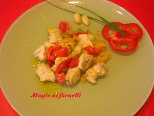 Bocconcini di pollo ai peperoni e mandorle