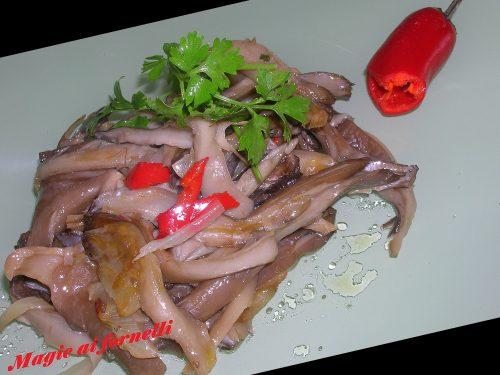Funghi Pleurotus con cipolla e peperoncino