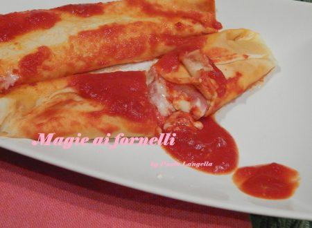 Crepes al sugo di pomodoro farcite con  prosciutto e formaggio