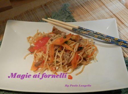 Noodles alle verdure e salsa di soia