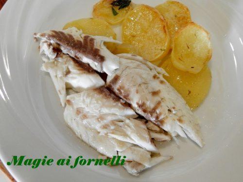 Orata al forno con patate ed erbe aromatiche