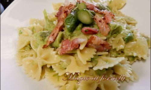 Farfalle con crema di asparagi e bacon croccante