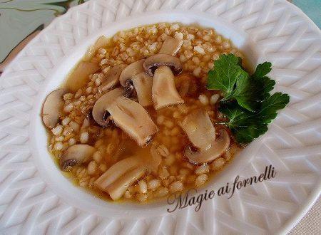 Minestra di orzo e champignon cremini