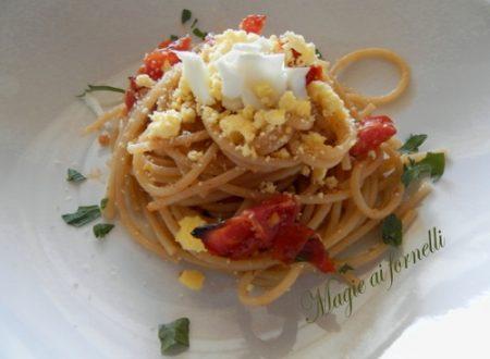 Pasta integrale pomodori confit e uova