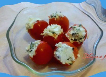 Pomodori freddi ripieni ricotta ed erbe
