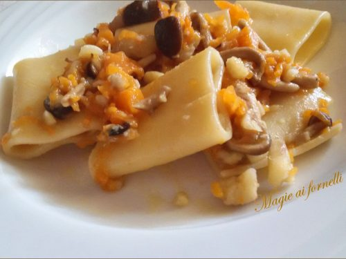 Pasta con zucca pioppini e castagne