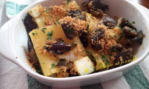 Paccheri gratinati con melanzane uova alici e olive