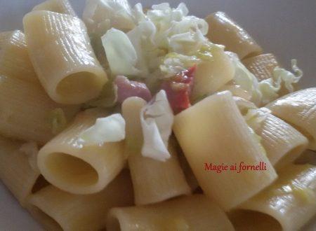 Mezze maniche con verza e pancetta croccante