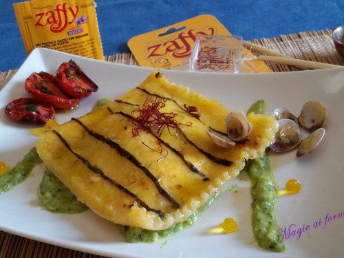 Raviolo di Tapioca allo zafferano e alga Nori ripieno di lupini con crema di zucchine e caviale di zafferano