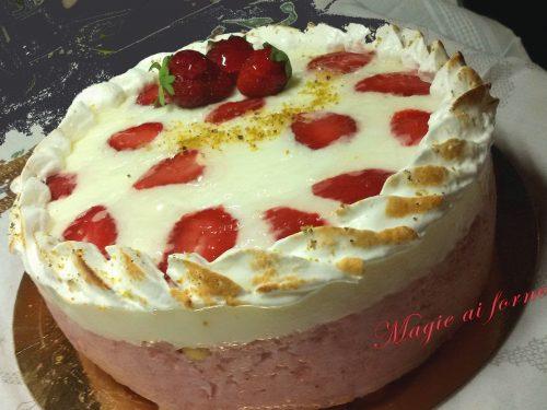 Torta Giardino di fragole con meringa e inserimento al pistacchio